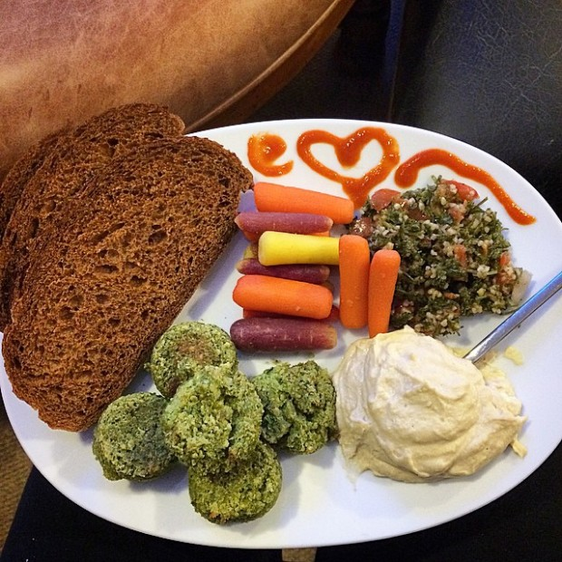 10 Favorite, Lazy Girl Vegan Meals That Anyone Can Make in a Flash! (With Photos)