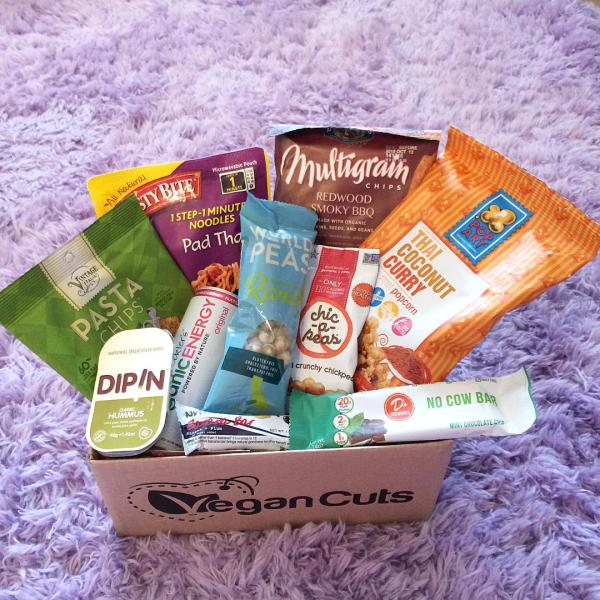 Unboxing the July Vegan Cuts Snack Box – Tasty Bite Pad Thai, Santa Barbara Ranch World Peas & More