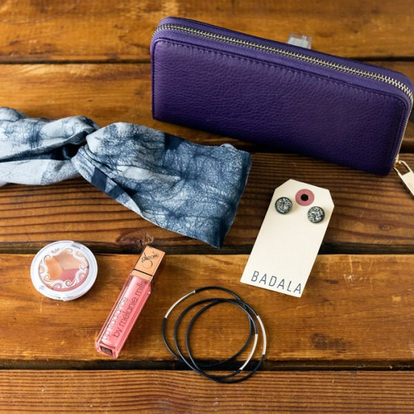Friday Favorites – Vegan Cuts Fall/Winter Style Box Featuring Pewilben Mini Sleek Black Vegan Leather Bangles