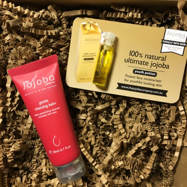 Unboxing the January 2016 Vegan Cuts Beauty Box – Earthlab Cosmetics Natural Mascara, Aubrey Organics Moisturizer & More