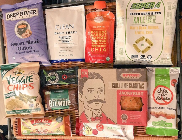 Unboxing the March 2016 Vegan Cuts Snack Box – Deep River Snacks Sweet Maui Onion Chips, Nature's Bakery Double Chocolate Mint Brownie & More