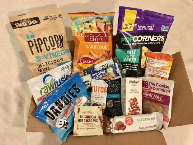 Unboxing the July 2017 Vegan Cuts Snack Box – Sea Salt & Vinegar Pipcorn, D's Naturals Chocolate Fudge Brownie Protein Bar & More